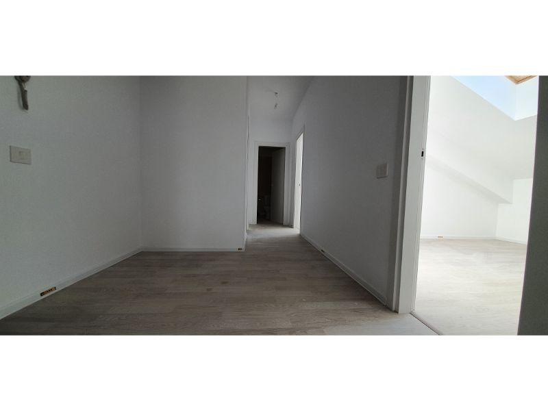 Bloc 1 - Mansarda - Apartament 20 - Hol